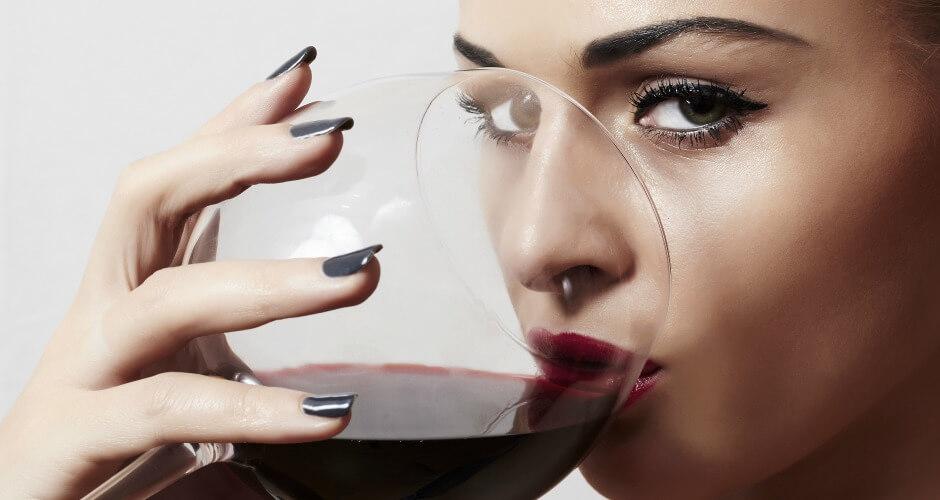 Glas rode wijn net zo gezond als een uur sporten